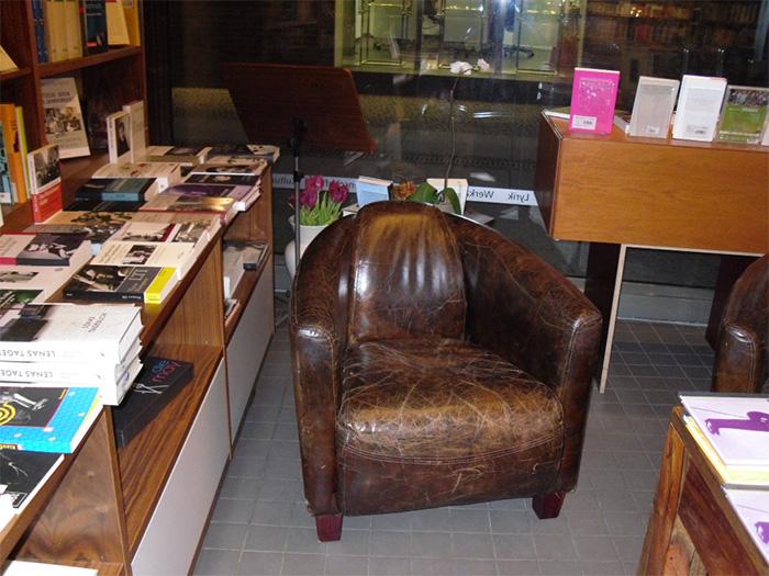 Die autorenbibliothek am savignyplatz stille ecken in berlin for Braune ledersessel