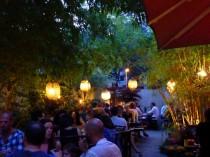 Lampions und Bambus: Vietnamesische Küche im idyllischen Hinterhof