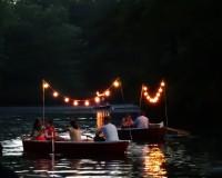 Romatische Bootstouren in der Dämmerung